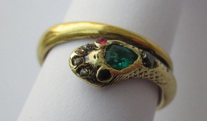 Inel Istoric Bijuterii Diamante Pietre Pretioase Semipretioase