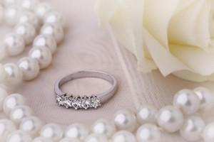 Inel Semi-Eternity cu Diamant Brilliant si Setat Gheare