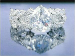 Diamantul Excelsior montat intr-o bratara celebra