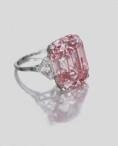 Graff Pink Diamond - diamantul roz ce detinea recordul anterior de vanzare